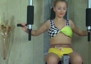 Alina in kewl pantyhose video