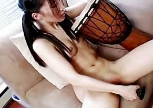 Amateur vibrator fucks her warm slot