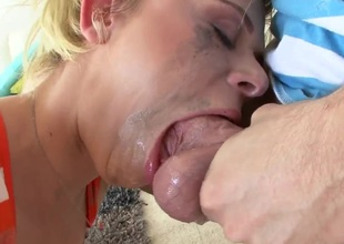 Hot wench gets her mouth attacked by guys rock solid schlong