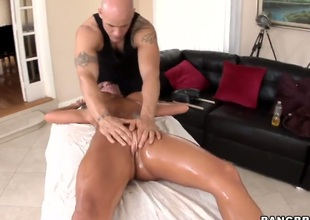 Richelle Ryan with bubbly butt and trimmed beaver makes guy squirt the load out in steamy sex action