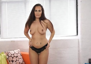 Buxom stripping hotty has a fantastic curvy body