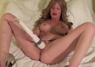 Milf in a hotel couch getting off with her Magic Wand