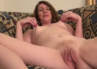 Mature pussy looks so nice in close up