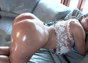 Colombian bitch with perfect booty cheeks gets rammed so hard