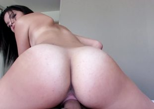 Cute slut with nice meatballs prefers being on top and riding hardcore